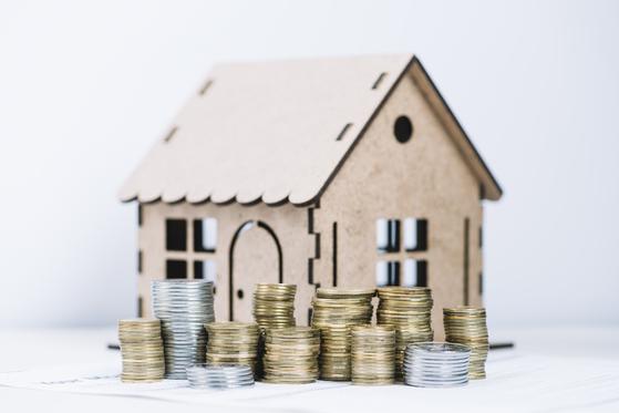 주택담보대출 한도가 규제로 줄어들자 우회로인 마이너스통장 잔액이 급증세다. [사진 freepik]