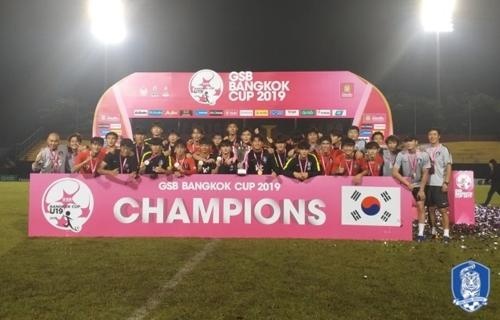 2019 GSB 방콕컵에서 우승한 한국 18세 이하 남자 축구 대표팀. [사진 대한축구협회=연합뉴스]
