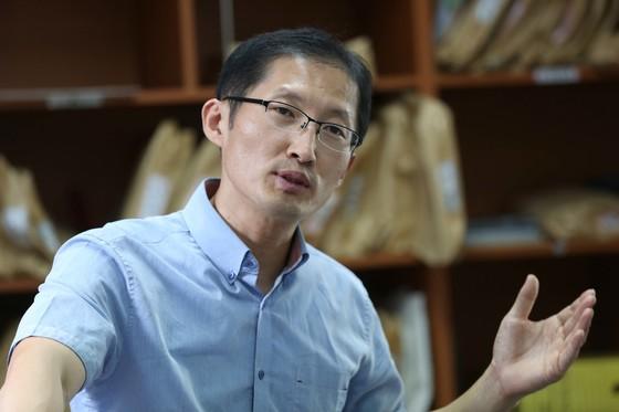 재심 사건 잇따라 다룬 박준영 변호사가 2016년 8월 인터뷰를 하고 있다. [중앙포토]