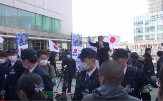 사쿠라이 마코토 일본제일당 대표가 지난 3월 2일 가나가와현 사가미하라시에서 연설을 하고 있다. 사쿠라이는 '헤이트스피치'를 주도한 '재일특권을 허용하지 않는 시민 모임(재특회)'의 전 대표였다. [유튜브 캡처]