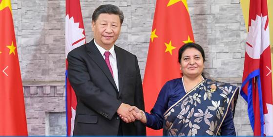 13일 시진핑 주석이 프라사드 올리 네팔 총리를 만나 중국 분열주의 세력에게 경고 메시지를 보냈다. [신화=연합]