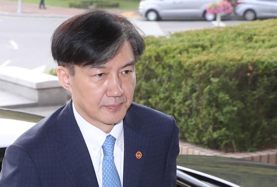 """리얼미터 """"55.9% '조국 퇴진'…'장관 유지'40.5%"""""""