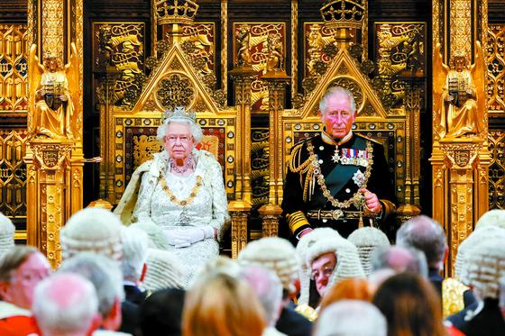 [사진] 영국 여왕 연설 … 브렉시트 계획 발표