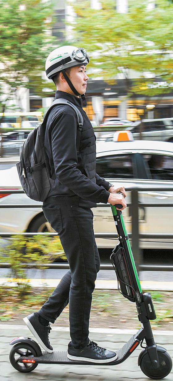 [라이프 트렌드] 걷기·타기 애매한 곳까지 신나게…관련 규정 미비, 안전운행 숙제