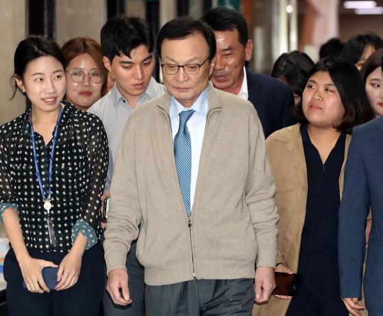 리얼미터 민주당 지지율, 중도층 이탈로 심각한 상황