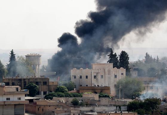 시리아 북부 쿠르드족 거주지를 향해 계속되고 있는 터키군의 공격 [EPA=연합뉴스]