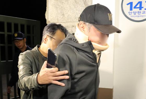 조국 법무부 장관 동생 조모씨가 9일 오전 구속영장이 기각돼 경기도 의왕시 서울구치소를 나서고 있다. [뉴스1]