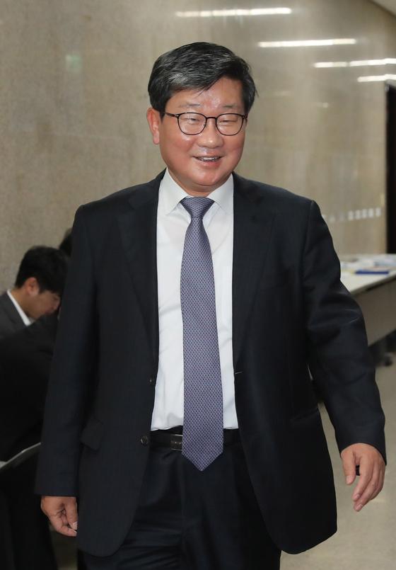 더불어민주당 전해철 의원이 14일 오후 국회 당대표실에서 열린 고위전략회의에 참석하고 있다. [연합뉴스]