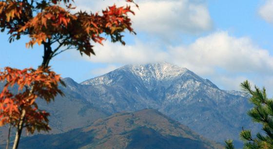 15일 새벽 설악산 중청대피소에서 첫눈이 관측됐으나 쌓이지는 않았다. 사진은 지난해 10월 18일 첫눈이 쌓인 설악산. [연합뉴스]