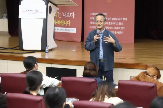 """생물학자 최재천 """"양성평등 노력, 남성이 주도해야"""" 서울여대 특강"""