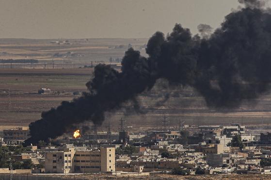 터키군은 쿠르드에 대한 군사 공격을 멈추지 않고 있다. [AP=연합뉴스]