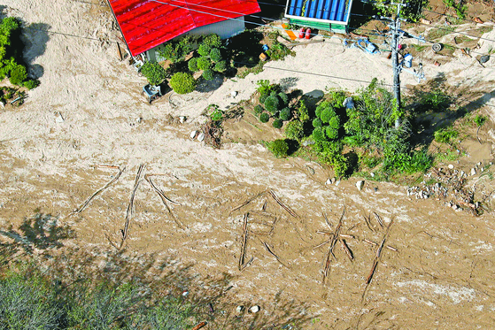 일본 태풍에 고립된 주민 '물·음식' SOS