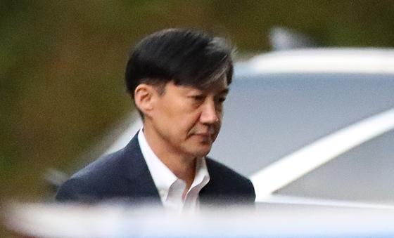 조국 전 법무부 장관이 14일 오후 방배동 자택을 나서고 있다. [연합뉴스]