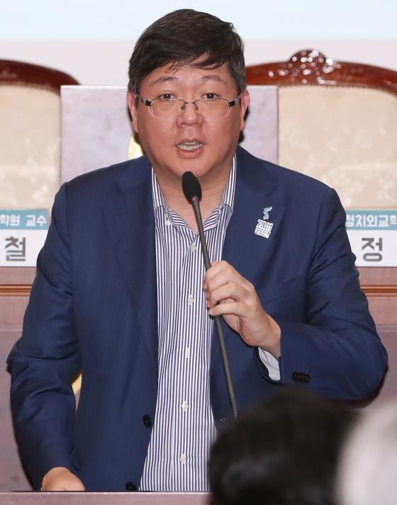 """김홍걸 """"목포 도움주고 싶어"""" 총선 출마 공언한 날…박지원 조우"""