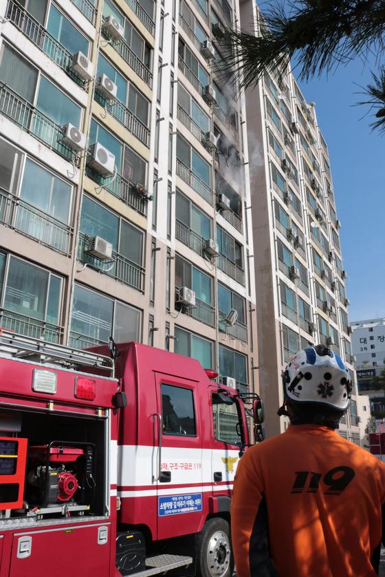 청주 아파트서 불…20대 주민 6층서 뛰어내렸다 숨져