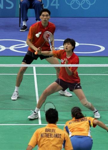 지난 2004년 아테네올림픽 당시 김동문-라경민 혼합복식조의 경기 장면. 연합뉴스