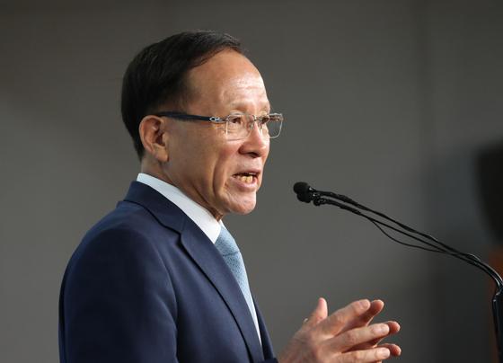 이수혁 대사가 주미대사에 내정된 지난 8월 국회 정론관에서 기자회견을 하고 있다. 김경록 기자