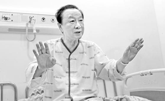 지난달 30일 경북의 한 병원에 중앙일보와 인터뷰 하던 최성해 총장.  송봉근 기자
