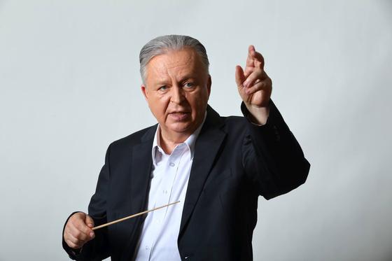 헝가리의 전통을 잘 이해하는 지휘자 칼만 베르케시. 22일 내한해 리스트와 바르토크를 연주한다. [사진 오푸스]