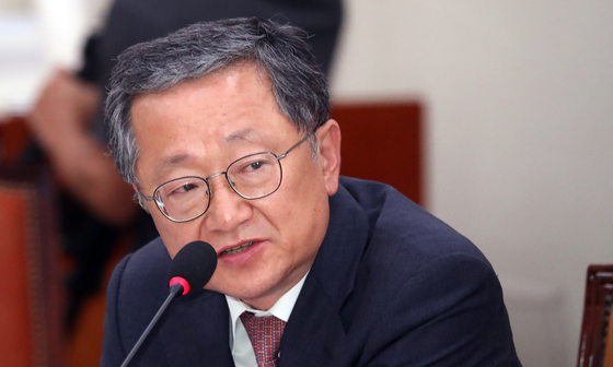 김재경 자유한국당 의원이 17일 서울 여의도 국회에서 열린 외교통일위원회 전체회의에서 질의를 하고 있다. [뉴스1]