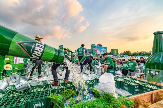 2019 전주가맥축제에 등장한 맥주 테라. [사진 하이트진로]