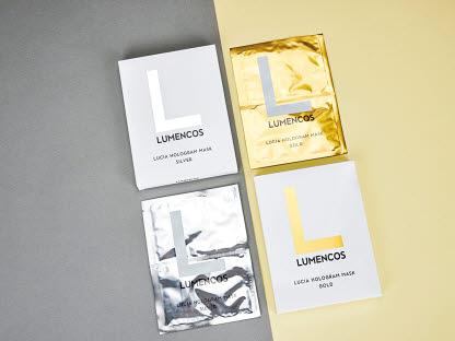 루멘코스 루시아 홀로그램 마스크팩은 보습 및 주름 개선 효과가 뛰어나다.