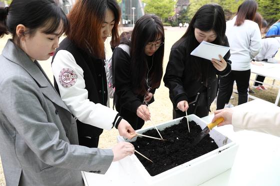 '지렁이가 간식을 쏜다' 서울여대 음식 폐기물 순환시스템 구축 행사
