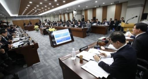 박덕흠 인천공항, 편법실적 업체에 150억원 활주로 공사 맡겼다