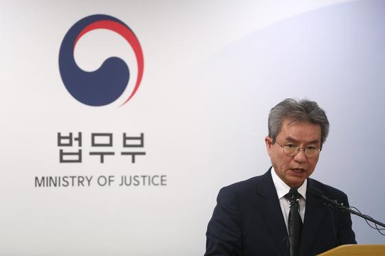 조국이 남긴 검찰개혁위 법무부서 검사들 모두 빼라