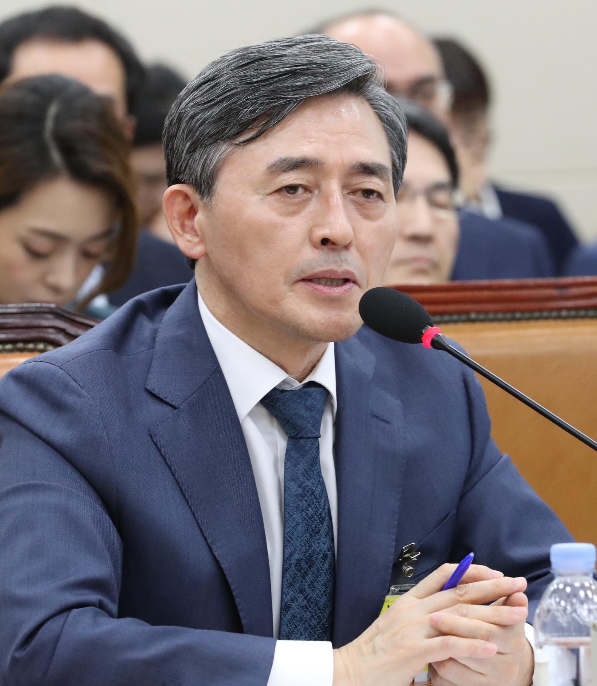 양승동 KBS 사장이 17일 오전 국회에서 열린 과방위 국정감사에 출석, 의원 질의에 답변하고 있다. [연합뉴스]