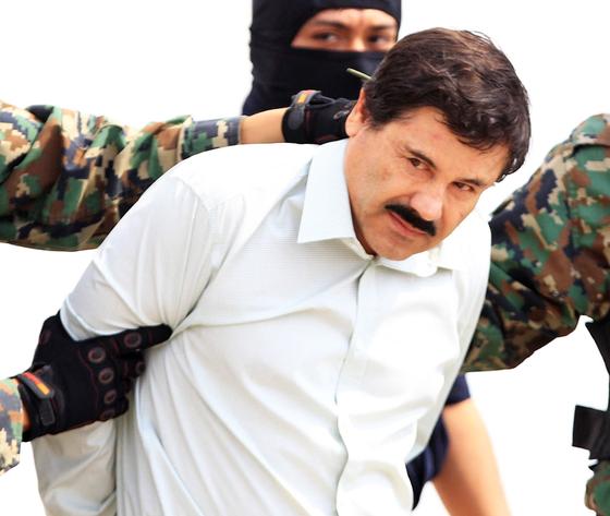 지난 2014년 멕시코 마약왕 호아킨 구스만이 경찰에 체포되는 모습. [EPA=연합뉴스]