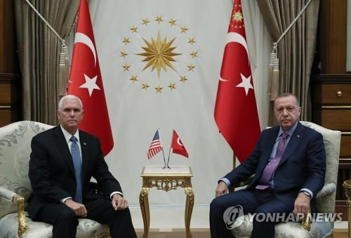 마이크 펜스(왼쪽) 미국 부통령과 레제프 타이이프 에르도안 터키 대통령. [연합뉴스]