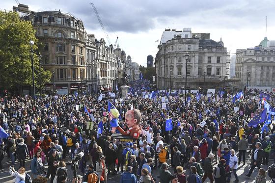 런던 중심가를 가득 메운 브렉시트 반대 시위대 [AP=연합뉴스]