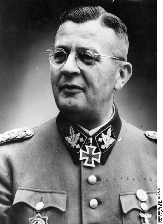 2차세계대전 중 폴란드 주둔 나치 친위대 사령관 바흐-젤레프스키. 1944년. 그의 노력으로 2차세계대전의 와중에서 쇼팽의 심장을 구할 수 있었다. [사진 Wikimedia Commons (Public Domain)]