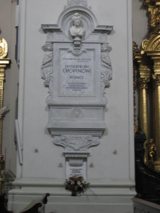 쇼팽의 심장이 안치된 바르샤바의 성 십자가 성당의 기둥. [사진 Wikimedia Commons (Public Domain)]