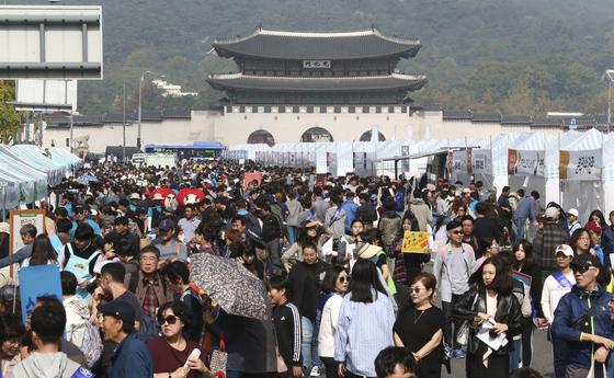 2019 위아자 나눔장터가 20일 서울 광화문광장에서 열렸다. 임현동 기자