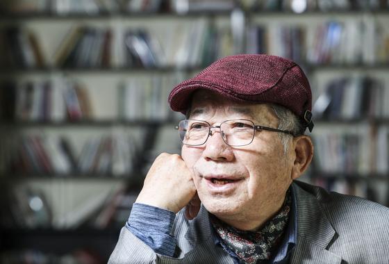 등단 50주년 기념 산문집을 펴낸 나태주 시인. 김경록 기자