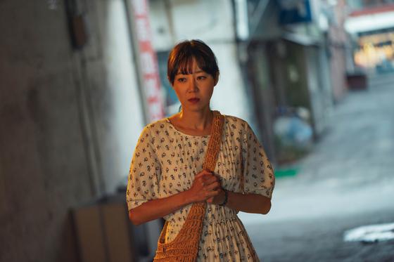 KBS2 수목드라마 '동백꽃 필 무렵'에서 카멜리아 사장 동백 역을 맡은 공효진. [사진 팬엔터테인먼트]