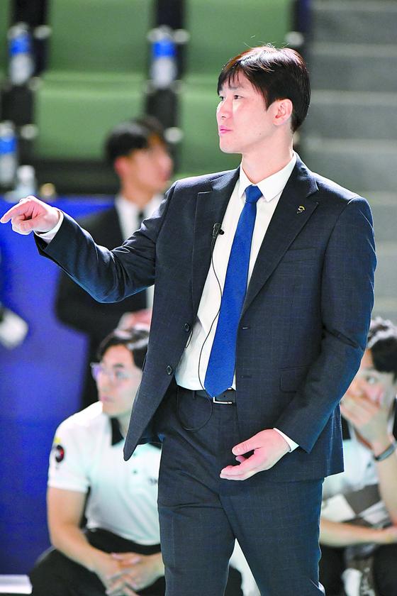 올해 OK저축은행 사령탑에 오른 석진욱 감독이 2연승을 달렸다. 그는 감독직 수행이 점점 편해지고 있다고 한다. [사진 한국배구연맹]