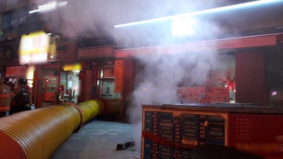 21일 오후 경기도 성남의 한 건물 지하에서 불이 나 6명이 숨지거나 다쳤다. [사진 경기도소방재난본부]