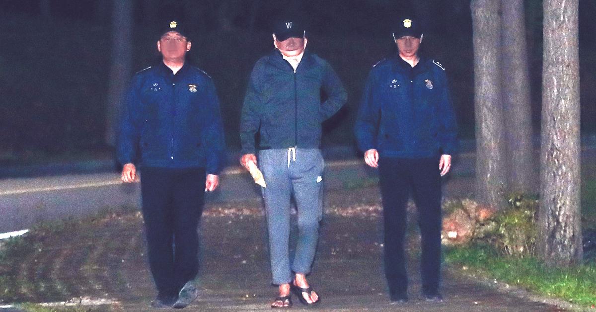 '웅동학원 비리' 의혹을 받고 있는 조국 전 법무부 장관 동생 조모씨가 지난 9일 오전 구속영장이 기각돼 경기도 의왕시 서울구치소를 나서고 있다. [뉴스1]