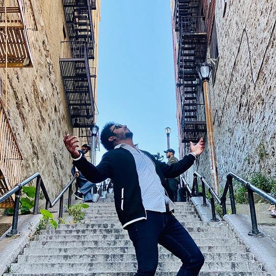 최근 뉴욕 브롱크스 웨스트 167번가를 방문한 관광객들은 인스타그램을 통해 영화 조커의 장면을 재연한 사진을 찍어 SNS에 올리고 있다.[사진 chaitanyas 인스타그램]