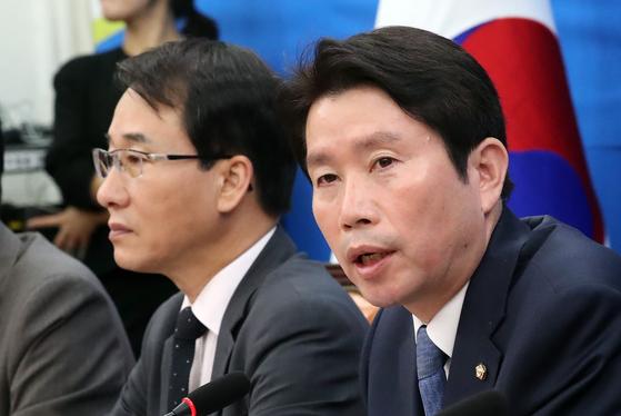 지난 17일 국회에서 열린 정책조정회의에서 발언하는 이인영 더불어민주당 원내대표 [뉴스1]