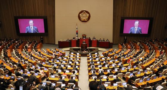 문재인 대통령이 22일 국회에서 2020년도 예산안 관련 시정연설을 하고 있다. 청와대사진기자단