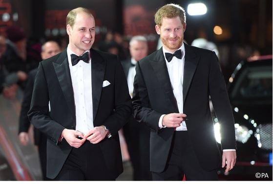 영국 왕위 계승 서열 2위인 윌리엄 왕세손(왼쪽)과 동생 해리 왕자. [켄싱턴궁 트위터]