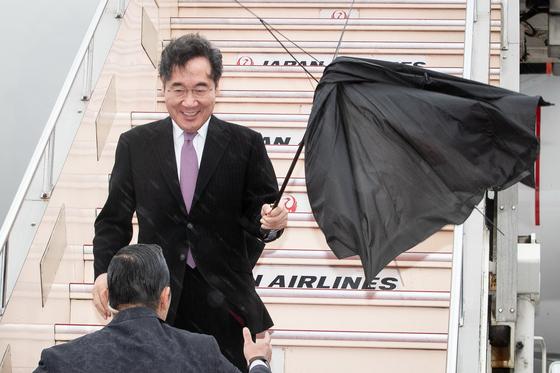 이낙연 국무총리가 22일 일본 하네다공항에 도착하고 있다. [뉴스1]