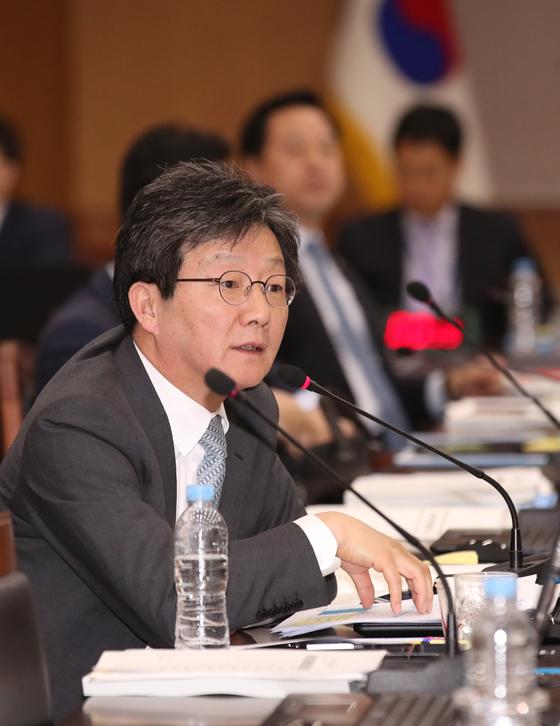 유승민 바른미래당 의원이 17일 부산본부세관에서 열린 국정감사에서 질의하고 있다. [뉴스1]