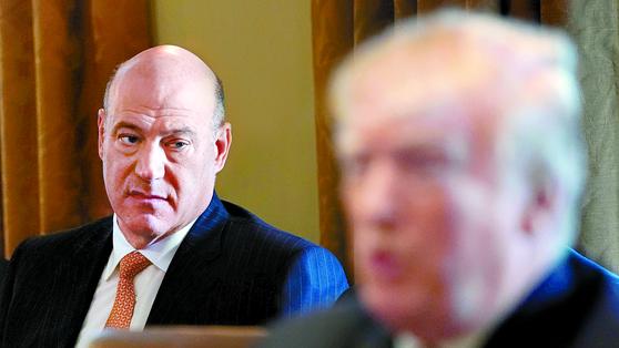 게리 콘 전 미국 국가경제위원회 위원장(왼쪽)과 트럼프 대통령.[로이터=연합뉴스]