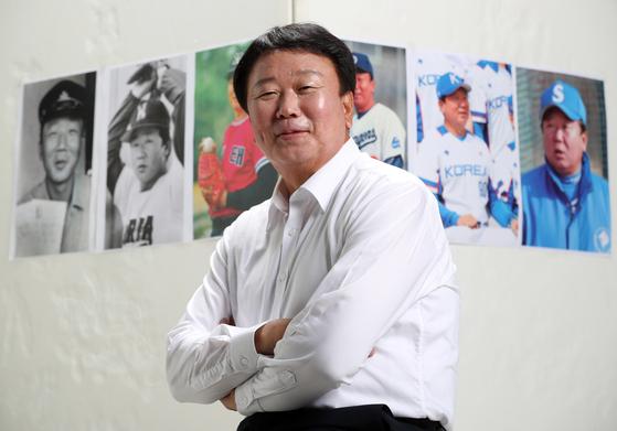 """선동열 전 한국 야구대표팀 감독은 투박한 말투와 표정 때문에 많은 오해를 샀다. 자전 에세이 『야구는 선동열』을 쓴 그는 '이제 앞으로 나와서 많은 분과 소통하겠다""""고 말했다. 김민규 기자"""