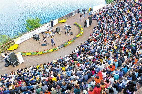 현대모비스가 조성한 친환경 생태숲인 미르숲 내 야외 음악당에서 1000여 명이 참석한 가운데 '2019 미르숲 음악회'가 열렸다. [사진 현대모비스]